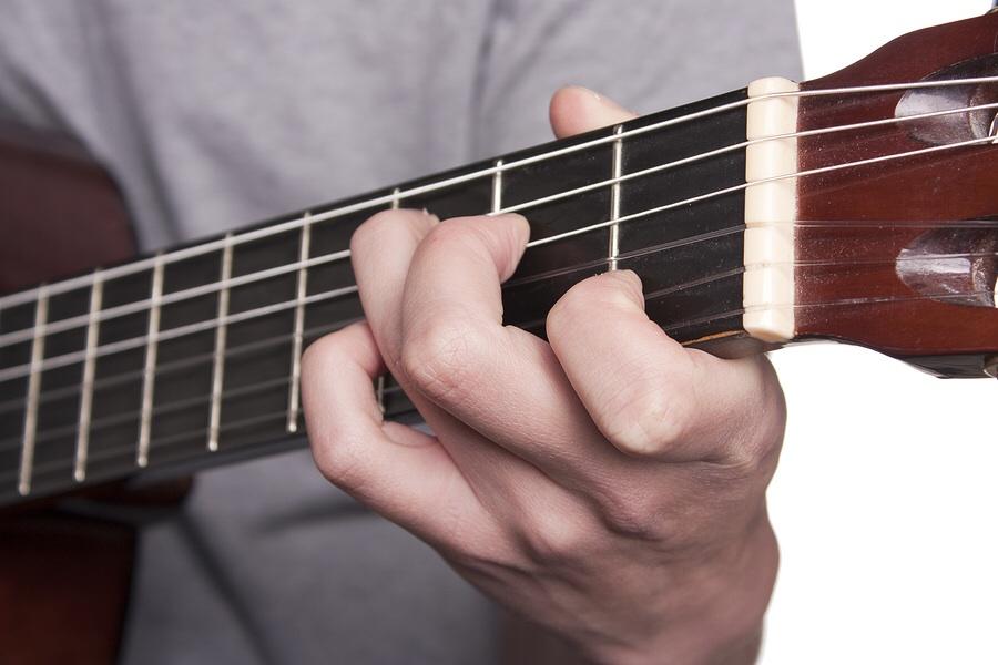 how to play rhythem guitar